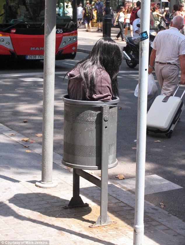 Xác chết bị vứt trên khắp các đường phố ảnh 8