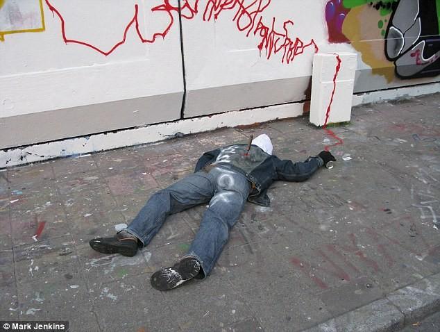 Xác chết bị vứt trên khắp các đường phố ảnh 3