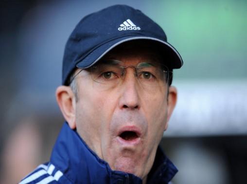HLV Stoke City thoát tội nhờ lý do khôi hài ảnh 1