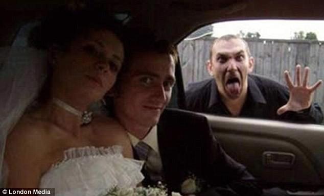 Những bức ảnh cưới oái oăm, dở khóc dở cười ảnh 3