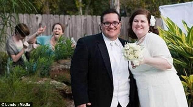 Những bức ảnh cưới oái oăm, dở khóc dở cười ảnh 4