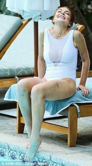 Lindsay Lohan lộ da xuống cấp khi diện áo tắm ảnh 2