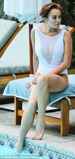 Lindsay Lohan lộ da xuống cấp khi diện áo tắm ảnh 16