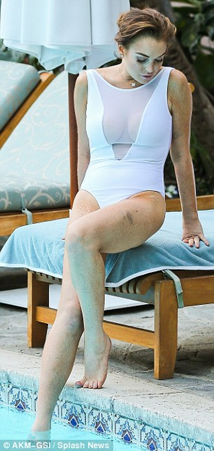 Lindsay Lohan lộ da xuống cấp khi diện áo tắm ảnh 17