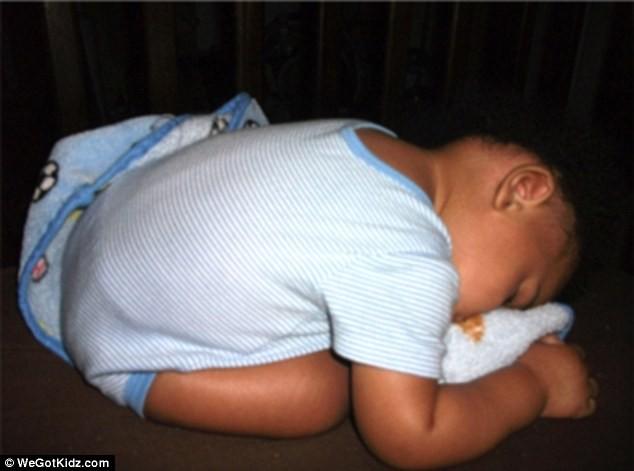 Ngộ nghĩnh những đứa trẻ bạ đâu ngủ đấy ảnh 10