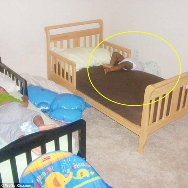 Ngộ nghĩnh những đứa trẻ bạ đâu ngủ đấy ảnh 7