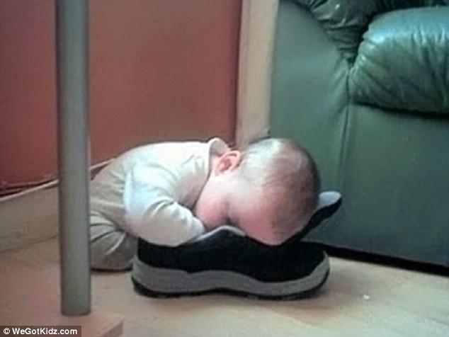 Ngộ nghĩnh những đứa trẻ bạ đâu ngủ đấy ảnh 2