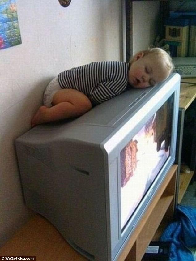 Ngộ nghĩnh những đứa trẻ bạ đâu ngủ đấy ảnh 3