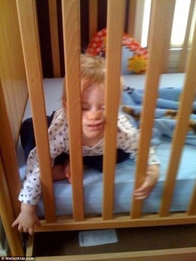 Ngộ nghĩnh những đứa trẻ bạ đâu ngủ đấy ảnh 4