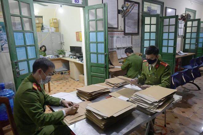 Tăng ca, xuyên đêm cấp căn cước ở Phú Xuyên ảnh 1