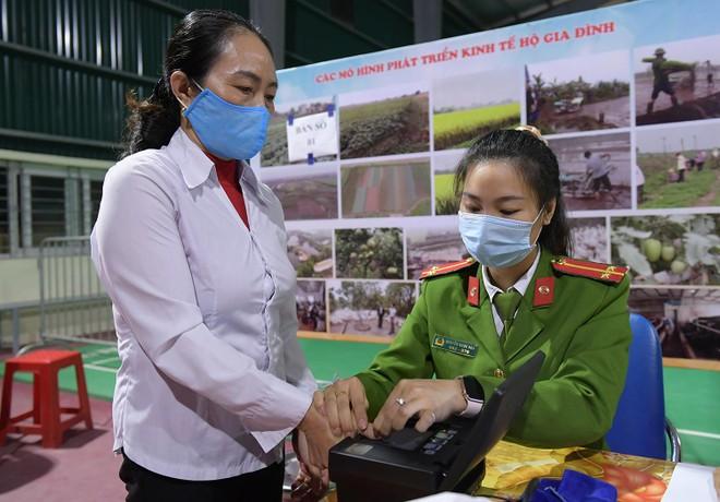 Tăng ca, xuyên đêm cấp căn cước ở Phú Xuyên ảnh 3
