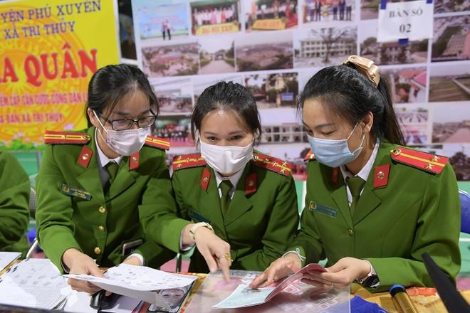 Tăng ca, xuyên đêm cấp căn cước ở Phú Xuyên ảnh 5