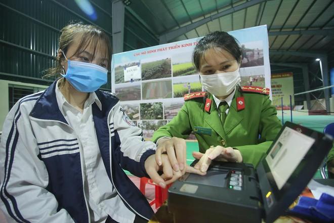Tăng ca, xuyên đêm cấp căn cước ở Phú Xuyên ảnh 4