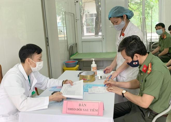Cận cảnh hình ảnh tiêm vaccine phòng Covid-19 tại Bệnh viện 19-8 ảnh 1