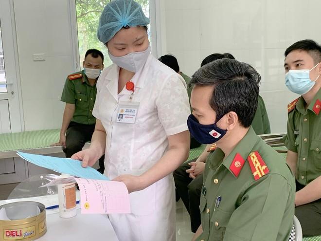Cận cảnh hình ảnh tiêm vaccine phòng Covid-19 tại Bệnh viện 19-8 ảnh 2