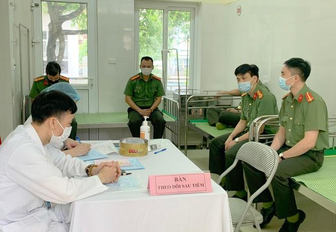 Cận cảnh hình ảnh tiêm vaccine phòng Covid-19 tại Bệnh viện 19-8 ảnh 7