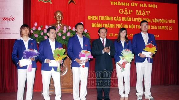 Khen thưởng HLV, VĐV Hà Nội đạt thành tích xuất sắc ảnh 1