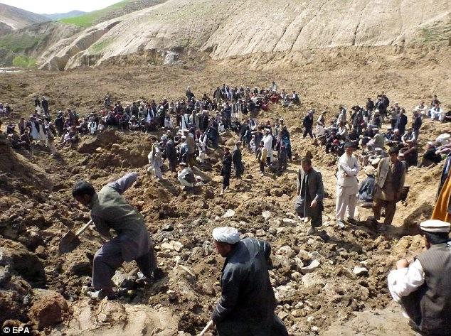 Hình ảnh lở đất kinh hoàng tại Afghanistan, 2.700 người chết ảnh 1