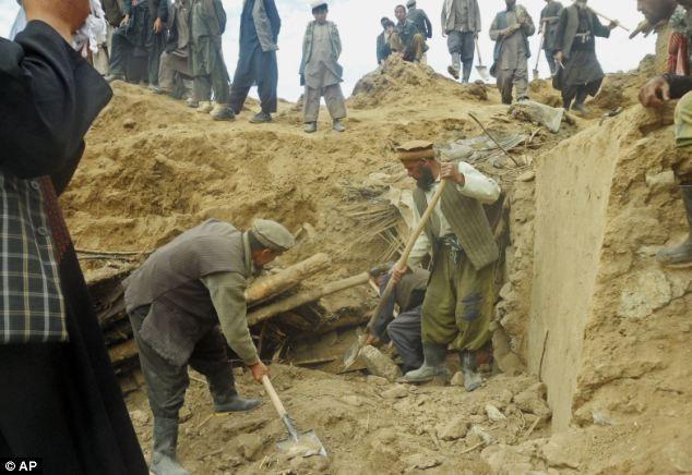 Hình ảnh lở đất kinh hoàng tại Afghanistan, 2.700 người chết ảnh 2