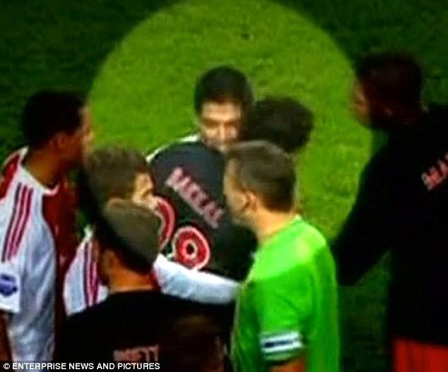 Luis Suarez hứa sẽ không cắn thêm bất cứ ai nữa ảnh 1