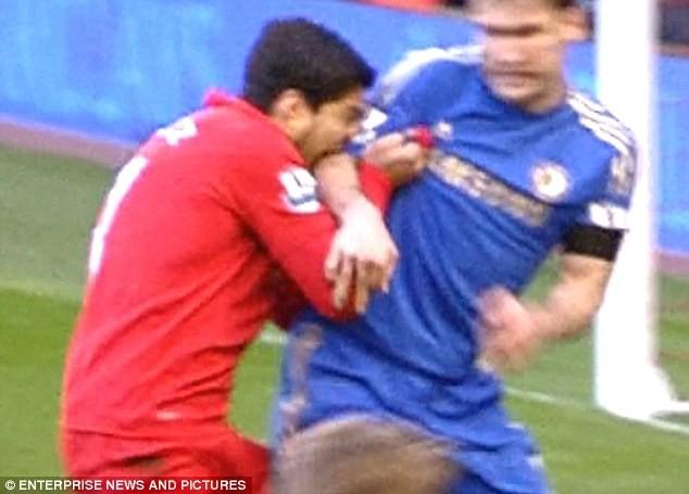 Luis Suarez hứa sẽ không cắn thêm bất cứ ai nữa ảnh 2