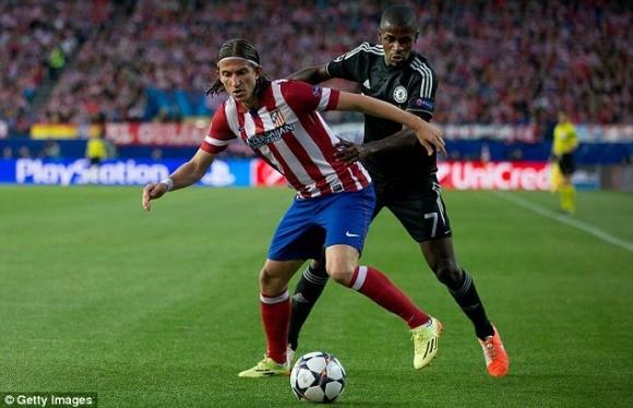 Chelsea mua Felipe Luis, bán Demba Ba ảnh 2