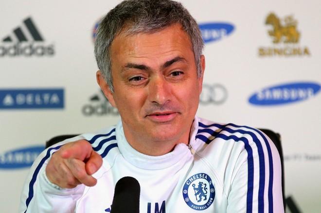 Chelsea mua Felipe Luis, bán Demba Ba ảnh 4