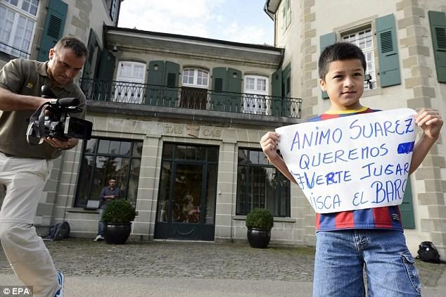 Chùm ảnh: Luis Suarez trước và sau phiên kháng cáo án phạt 4 tháng ảnh 3