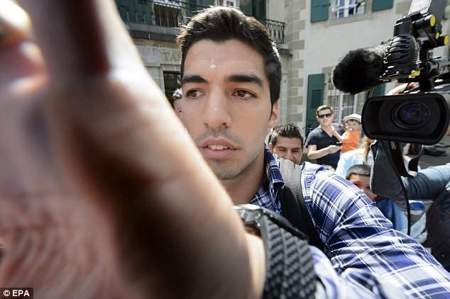 Chùm ảnh: Luis Suarez trước và sau phiên kháng cáo án phạt 4 tháng ảnh 8