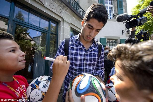 Chùm ảnh: Luis Suarez trước và sau phiên kháng cáo án phạt 4 tháng ảnh 6