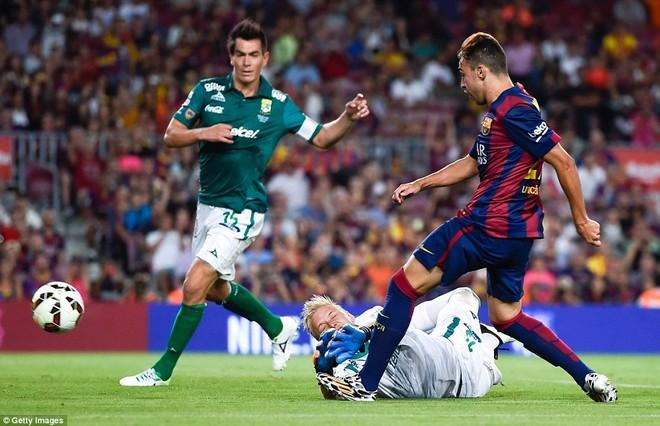 Suarez lu mờ trước sao trẻ Barcelona B trong trận ra mắt ảnh 6