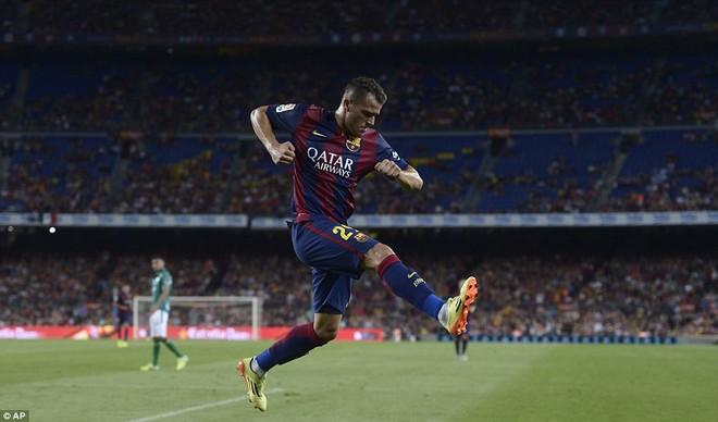 Suarez lu mờ trước sao trẻ Barcelona B trong trận ra mắt ảnh 7