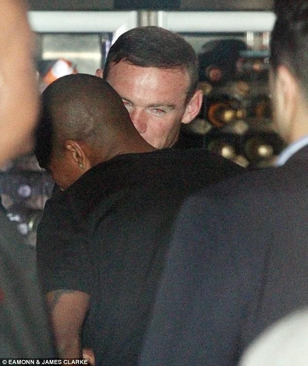 """Rooney """"cầm đầu"""" các sao MU đi """"xõa"""", dửng dưng với Champions League ảnh 3"""