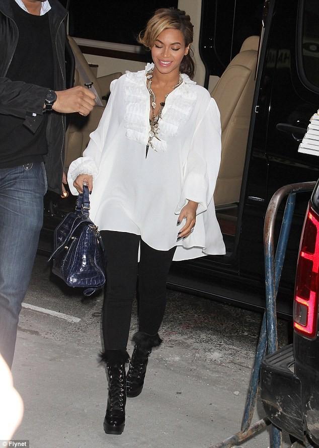 Beyonce: Sắm xế sang Maybach để chuẩn bị cho đứa con sắp chào đời. ảnh 3