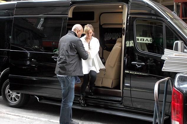Beyonce: Sắm xế sang Maybach để chuẩn bị cho đứa con sắp chào đời. ảnh 1