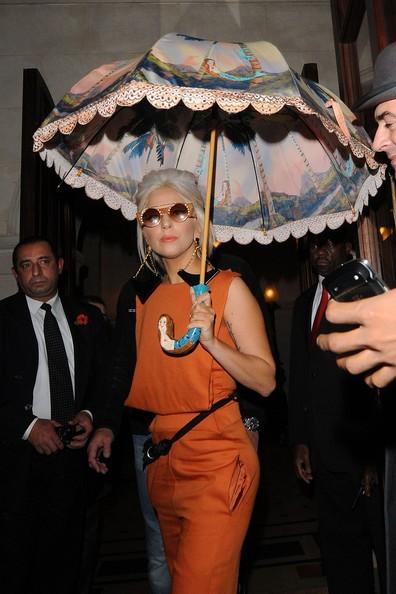 Lady Gaga: Che ô ngay cả khi đang ở trong nhà ảnh 5