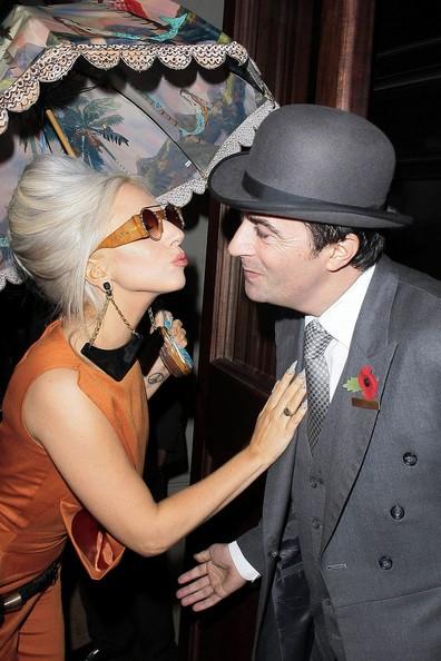 Lady Gaga: Che ô ngay cả khi đang ở trong nhà ảnh 6