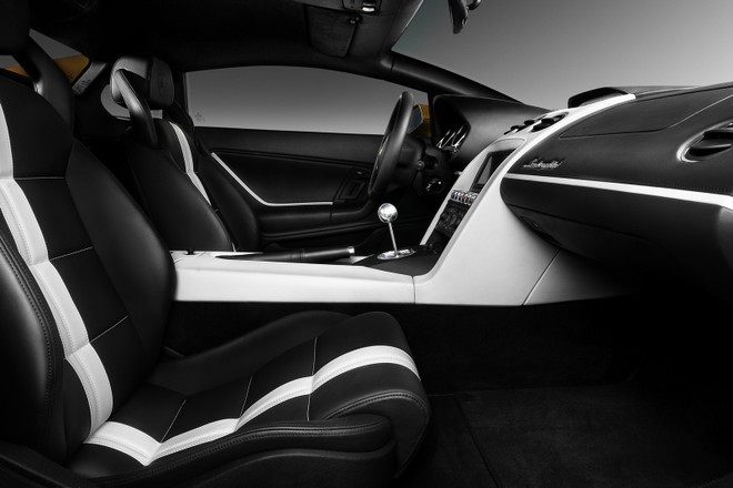 Lamborghini Gallardo LP550-2 sẽ đánh bại Porsche 911 ? ảnh 5