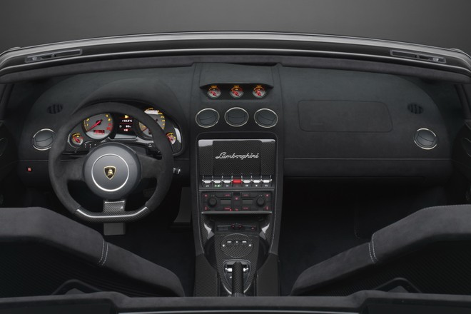 Lamborghini Gallardo LP550-2 sẽ đánh bại Porsche 911 ? ảnh 6