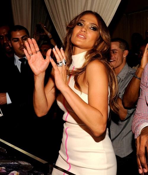 J.Lo cặp kè cùng vũ công trẻ hơn... 18 tuổi? ảnh 2