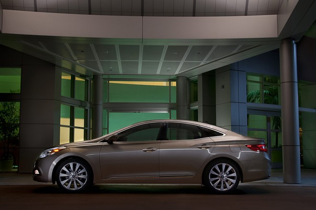 Đối thủ xứng tầm của Lexus ES - Hyundai Azera 2012 ảnh 3