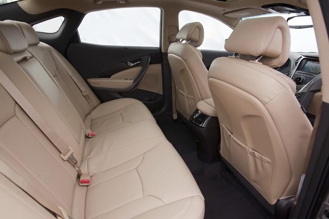 Đối thủ xứng tầm của Lexus ES - Hyundai Azera 2012 ảnh 7