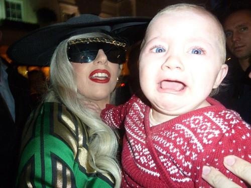 """Lady Gaga """"dọa ma"""" trẻ con ảnh 3"""
