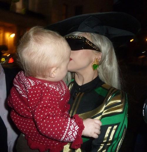"""Lady Gaga """"dọa ma"""" trẻ con ảnh 2"""