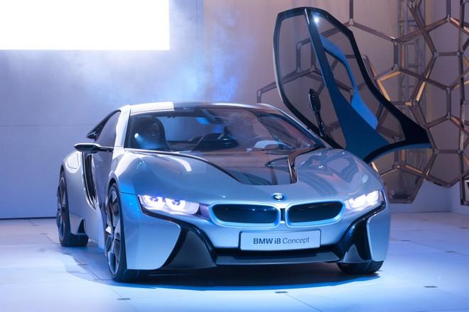 Cặp đôi BMW i3 và i8 trình diễn ấn tượng cùng người đẹp Mission Impossible 4 ảnh 1