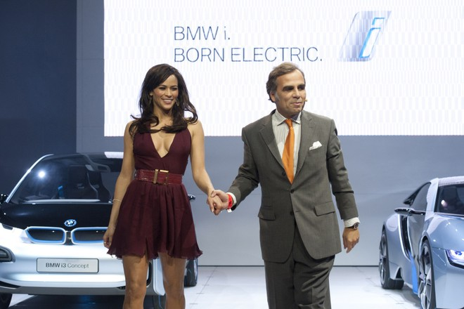 Cặp đôi BMW i3 và i8 trình diễn ấn tượng cùng người đẹp Mission Impossible 4 ảnh 2
