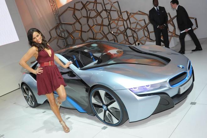 Cặp đôi BMW i3 và i8 trình diễn ấn tượng cùng người đẹp Mission Impossible 4 ảnh 3