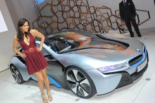 Cặp đôi BMW i3 và i8 trình diễn ấn tượng cùng người đẹp Mission Impossible 4 ảnh 6