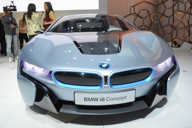 Cặp đôi BMW i3 và i8 trình diễn ấn tượng cùng người đẹp Mission Impossible 4 ảnh 8