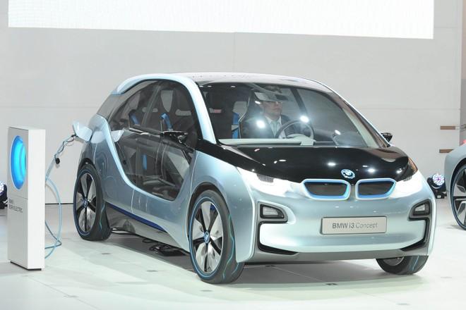 Cặp đôi BMW i3 và i8 trình diễn ấn tượng cùng người đẹp Mission Impossible 4 ảnh 9